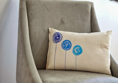 Transform a boring couch or chair into a statement piece with a Scribbles 3D painted pillow! www.blitsycrafts.com