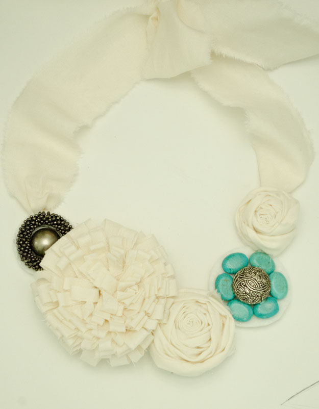 Flower and bead necklace :: www.happinessiscreating.com