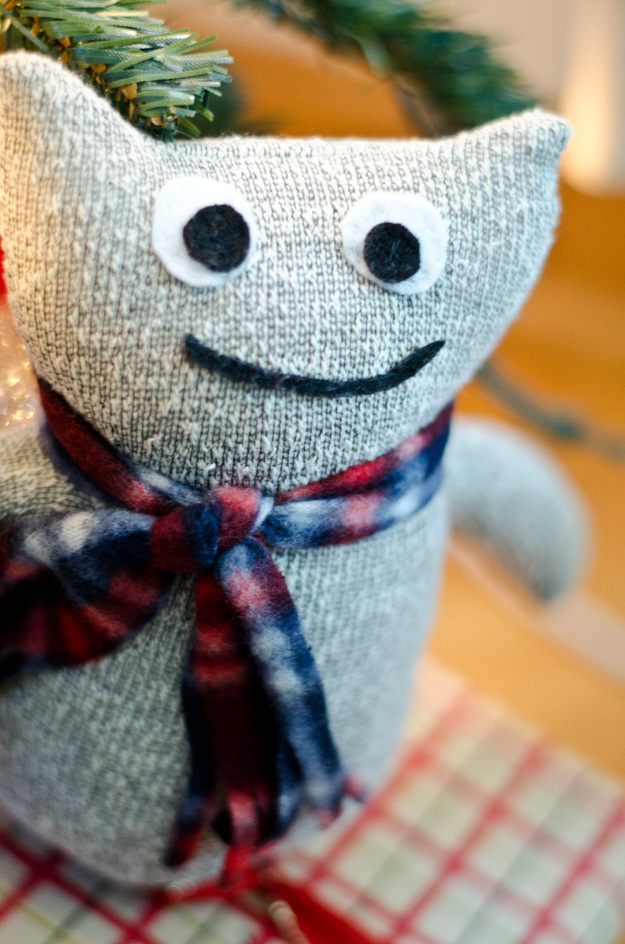 Make this adorable sock monster out of a sock and scarf from the Dollar Store!  www.happinessiscreating.com