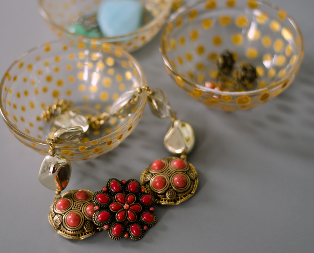 Turn a Dollar Store pinch dish into a cute little jewelry dish :: www.happinessiscreating.com