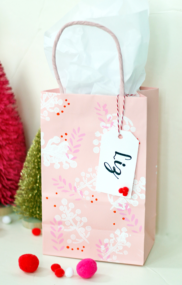 CheeryStenciledHolidayGiftBags_Final2