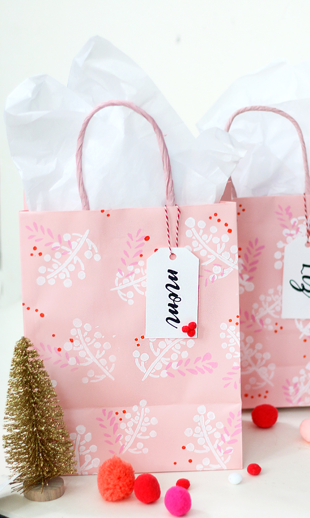 CheeryStenciledHolidayGiftBags_Final3